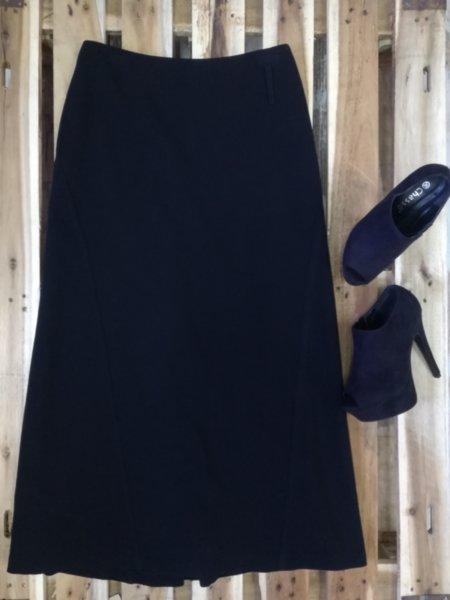 Дълга черна пола